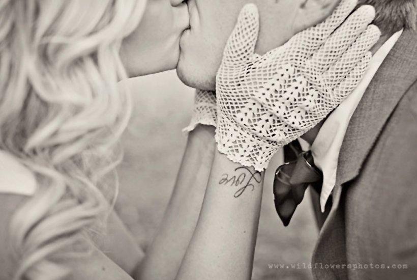 esempio di guanti corti da sposa