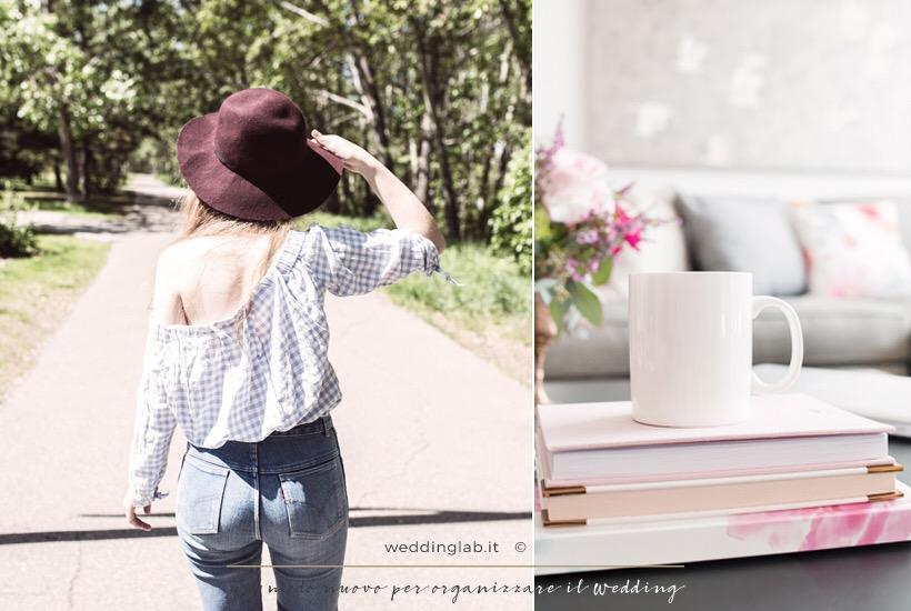 ragazza con jeans, blusa e cappello che fa una passeggiata e una tazza adagiata su dei libri di un tavolinetto di un salotto