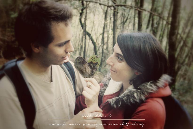 attilio e alice nel bosco con foglia cuore