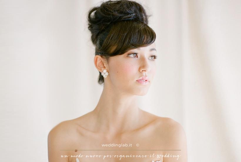 Acconciature sposa: capelli lunghi con chignon alto